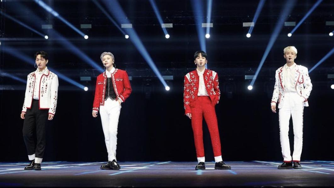 SHINee Beyond Live stage